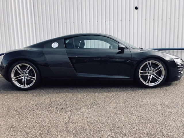 USED 2009 58 AUDI R8 2009 4.2 QUATTRO 2d 420 BHP 2009 CAR, MAG RIDE, BANG & OLUFSEN, SAT NAV, NAPPA LEATHER, ENGINE LIGHT PACK, CARBON INLAYS & BLADE, HEATED SEATS
