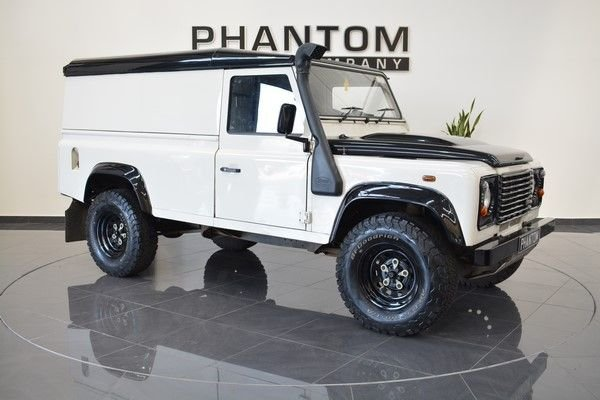 2010 10 LAND ROVER DEFENDER 2.4 110 DCB HARD TOP LWB 1d 121 BHP