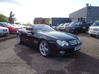 USED 2007 07 MERCEDES-BENZ SL 5.5 SL500 2d AUTO 383 BHP 1 PREVIOUS OWNER54 SERVICE STAMPS  21143M 33295M 34835M 38077M  MOT TILL JANUARY 2018 TWO KEYS LAST OWNER SINCE 2011 THIS VEHICLE IS VERY HIGH SPEC WITH FACORY EXTRAS OF KEYLESS GO £880 PARKTRONIC £605 BOSE SOUND SYSTEM £575 TELEPHONE PRE WIRING WITH HANDS FREE £430 GARAGE DOOR OPENER £185 £STEERING WHEEL GEARSHIFT BUTTONS £175 BURR WALNUT AND OBSIDIAN BLACK METALIC PAINTWORK AND A TRAKER SYSTEM  COST NEW £77960