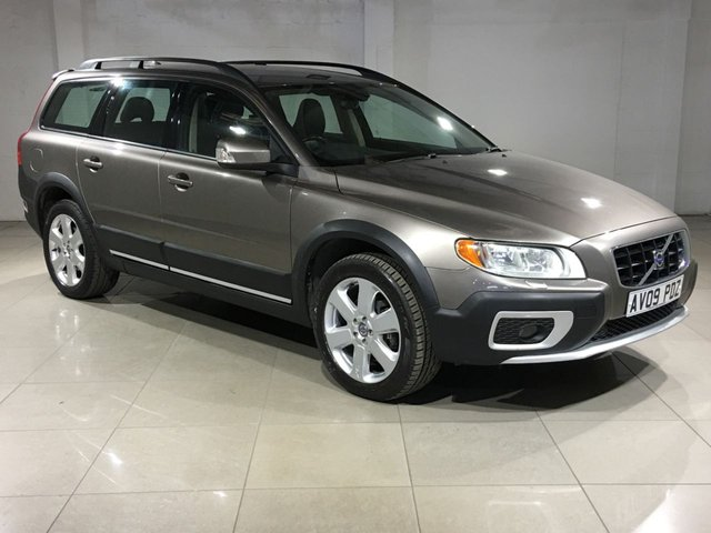 View our 2009 09 VOLVO XC70 2.4 D5 SE SPORT AWD 5d AUTO 183 BHP