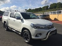 USED 2017 66 TOYOTA HI-LUX 2.4 INVINCIBLE X 4WD D-4D DCB AUTO 148 BHP Pearl White, total specification inc rear hard back, A-Bar, leather, Sat Nav & more