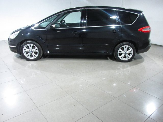 FORD S-MAX at Click Motors