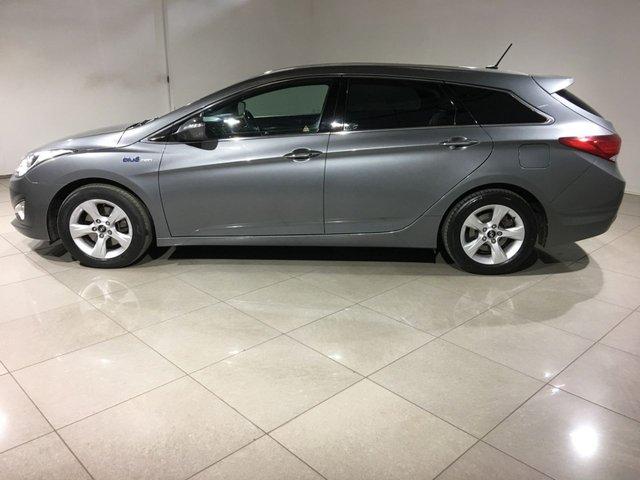 HYUNDAI I40 at Click Motors
