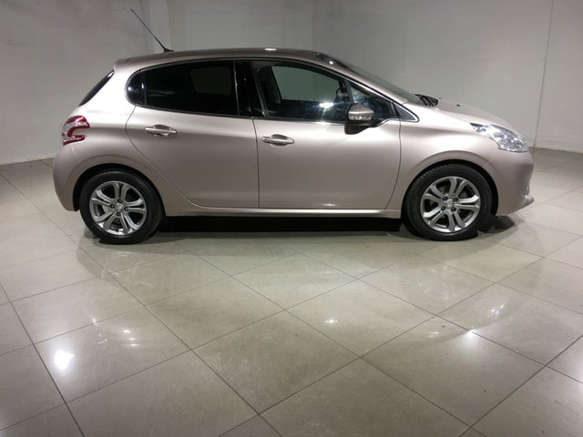 PEUGEOT 208 at Click Motors