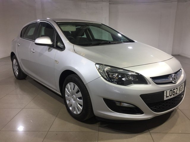 View our 2012 62 VAUXHALL ASTRA 1.4 EXCLUSIV 5d 98 BHP