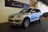 USED 2008 57 VOLKSWAGEN TOUAREG 3.0 V6 ALTITUDE TDI 5d AUTO 221 BHP GREAT SPEC - 7 SERVICE STAMPS TO 82K - SAT NAV - FULL HEATED LEATHER