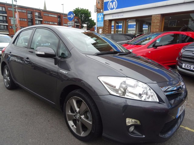 2012 12 TOYOTA AURIS 1.8 T SPIRIT 5d HYBRID AUTO 136 BHP TECUMA GREY/HALF LEATHER.