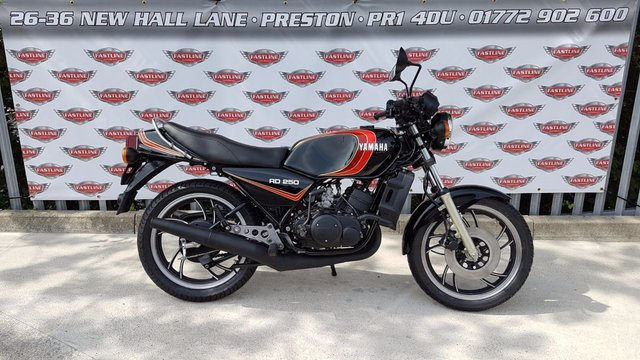 1981 YAMAHA RD250 LC Retro Roadster Classic 2 Stroke