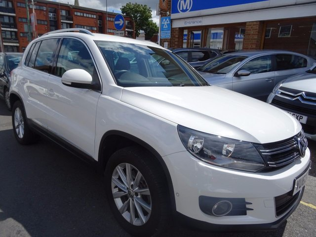 2013 63 VOLKSWAGEN TIGUAN 2.0 SE TDI BLUEMOTION TECHNOLOGY 4MOTION DSG 5d AUTO 138 BHP CANDY WHITE/CARBON TRIM
