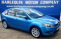 USED 2010 10 FORD FOCUS 1.6 ZETEC 5d 100 BHP 2010 FORD FOCUS 1.6 ZETEC IN VISION BLUE METALLIC 5 DOOR MANUAL REAR PRIVACY GLASS ALLOYS FRONT SPOTS REAR SPOILER