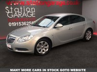USED 2009 09 VAUXHALL INSIGNIA 1.8 SE 5d 140 BHP CHAMPAGNE SILVER CAR WITH HALF LEATHER INTERIOR, NICE WOODEN LOOK DASH TRIM AND A HOST OF EXTRAS