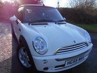 2005 MINI CONVERTIBLE 1.6 COOPER 2d 114 BHP ** LEATHER SEATS ,WINTER CONVERTIBLE BARGAIN ** £2695.00
