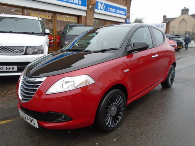 2012 12 CHRYSLER YPSILON 1.2 BLACK AND RED 5d 69 BHP