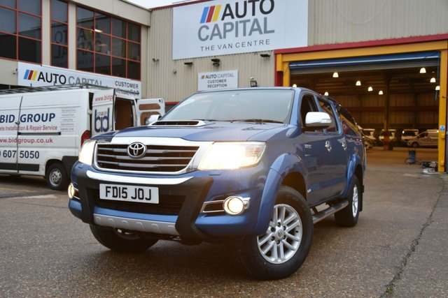 2015 15 TOYOTA HI-LUX 3.0 INVINCIBLE 4X4 D-4D DCB 5d AUTO 169 BHP A/C NAVI R. CAM ONE OWNER FROM NEW