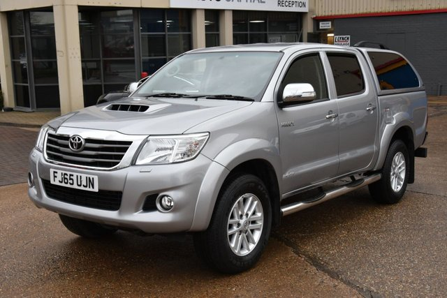 2015 65 TOYOTA HI-LUX 3.0 INVINCIBLE 4X4 D-4D DCB 5d AUTO 169 BHP A/C NAVI R. CAM ONE OWNER FROM
