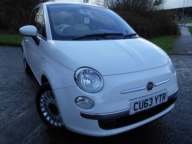 2013 63 FIAT 500 1.2 LOUNGE 3d 69 BHP ** GLASS ROOF , ALLOYS , IN WHITE , ONLY 36K **