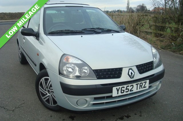 2002 52 RENAULT CLIO 1.1 EXPRESSION PLUS 16V 3d 75 BHP LOW MILEAGE