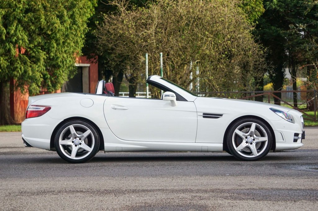 USED 2011 61 MERCEDES-BENZ SLK 1.8 SLK200 BLUEEFFICIENCY AMG SPORT ED125 2d AUTO 184 BHP FMBSH Red Leather