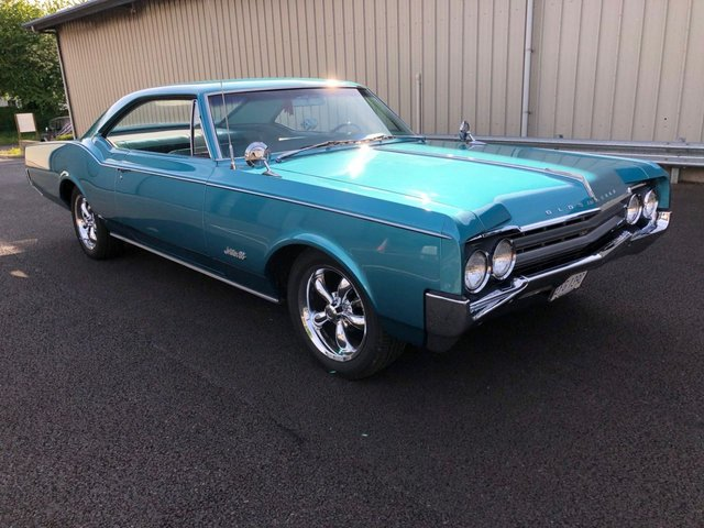 1965 C OLDSMOBILE 98HOLIDAY PILLERLESS COUPE JETSTAR 88 COUPE 5.4 V8 AUTO