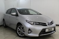 USED 2014 14 TOYOTA AURIS 1.8 VVT-I EXCEL 5DR AUTOMATIC 98 BHP SERVICE HISTORY + HEATED LEATHER SEATS + SAT NAVIGATION + REVERSE CAMERA + BLUETOOTH + CRUIS CONTROL + MULTI FUNCTION WHEEL + CLIMATE CONTROL + 17 INCH ALLOY WHEELS