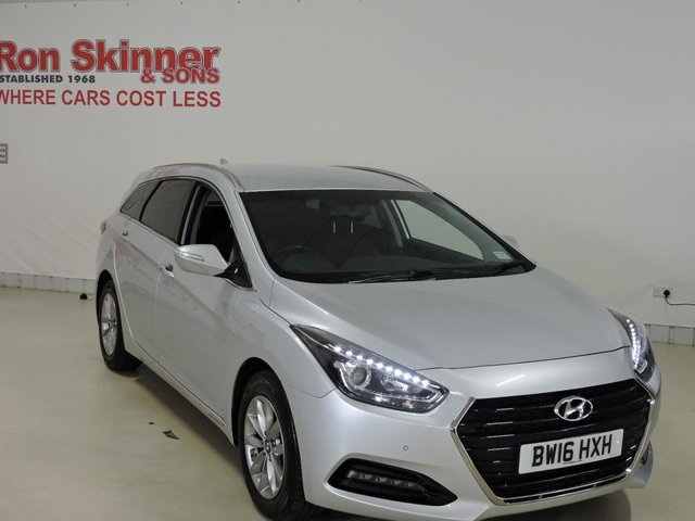 View our 2016 16 HYUNDAI I40 1.7 CRDI SE NAV BUSINESS BLUE DRIVE 5d 139 BHP