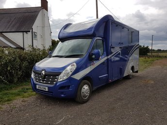 View our RENAULT HORSE BOX WITH NEW CONVERSION