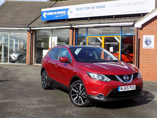 USED 2015 65 NISSAN QASHQAI 1.5 DCi TEKNA 5dr  ** Sat Nav + Leather + Pan Roof **