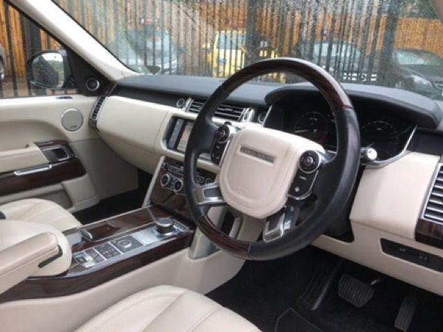 2014 Land Rover Range Rover Tdv6 Vogue SE £38,000
