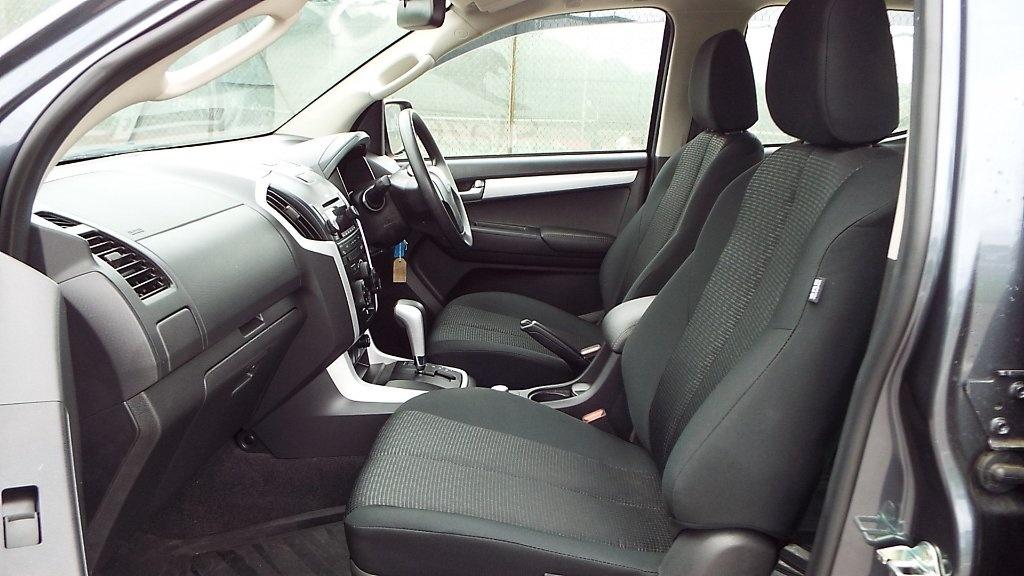 ISUZU D-MAX at Click Motors