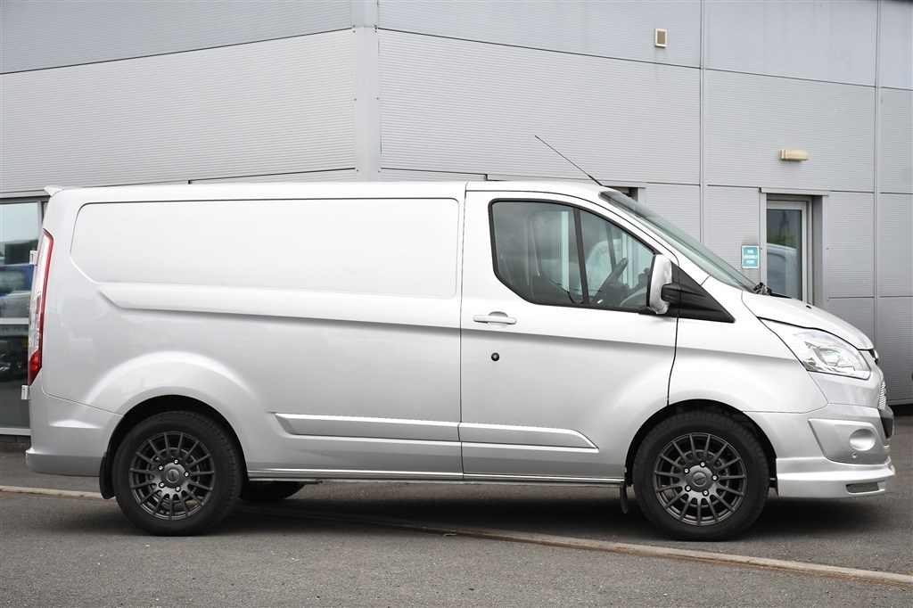 FORD TRANSIT CUSTOM at Click Motors