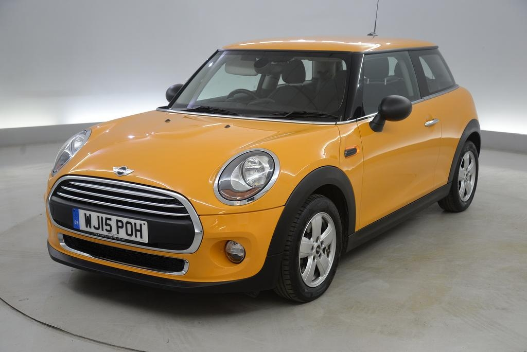 View our 2015 15 MINI HATCH ONE 1.2 One 3dr [Pepper Pack] - AIR CON - AUTO HEADLIGHTS - BLUETOOTH