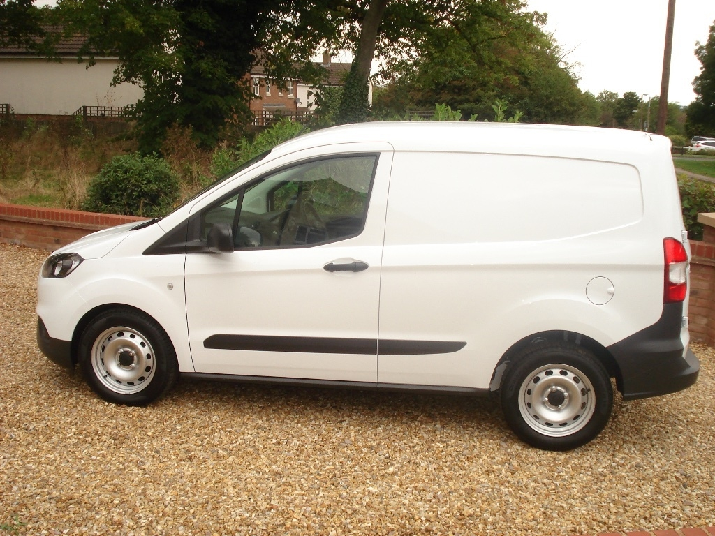 FORD TRANSIT COURIER at Click Motors