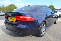 USED 2016 16 JAGUAR XE 2.0 R-SPORT 4d AUTO 178 BHP SAT NAV ~ LANE DEPARTURE WARNING ~ HEATED BLACK/BLUE R SPORT LEATHER