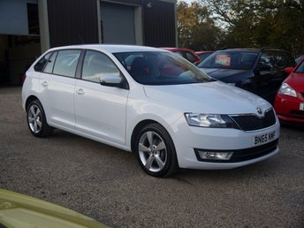2015 SKODA RAPID SPACEBACK 1.2 TSI 5 Door Estate In White With Built In Sat Nav £7695.00