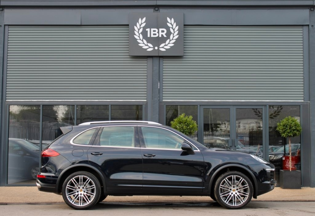 PORSCHE CAYENNE at Click Motors