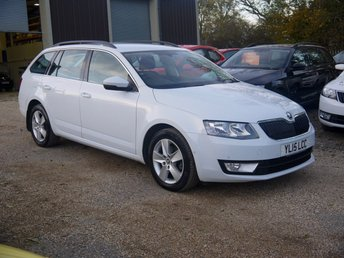 2015 SKODA OCTAVIA 1.6 TDI SE Business 5 Door Estate In White With Built In Sat Nav £8295.00