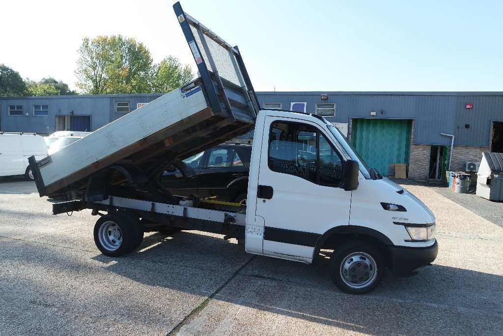 View our 2006 56 IVECO DAILY 2.3 TD 35C12 Tipper 2dr (MWB)