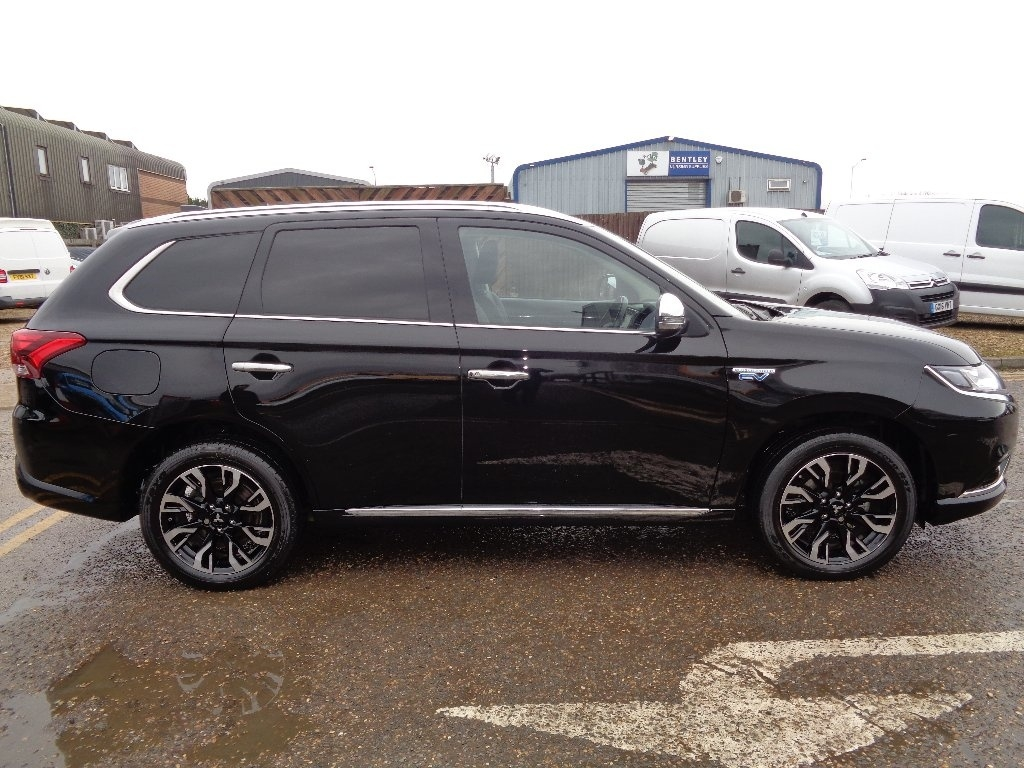 MITSUBISHI OUTLANDER at Click Motors