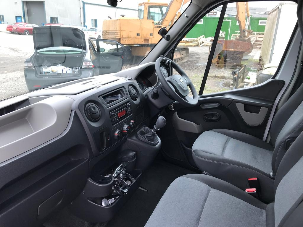 NISSAN NV400 at Click Motors