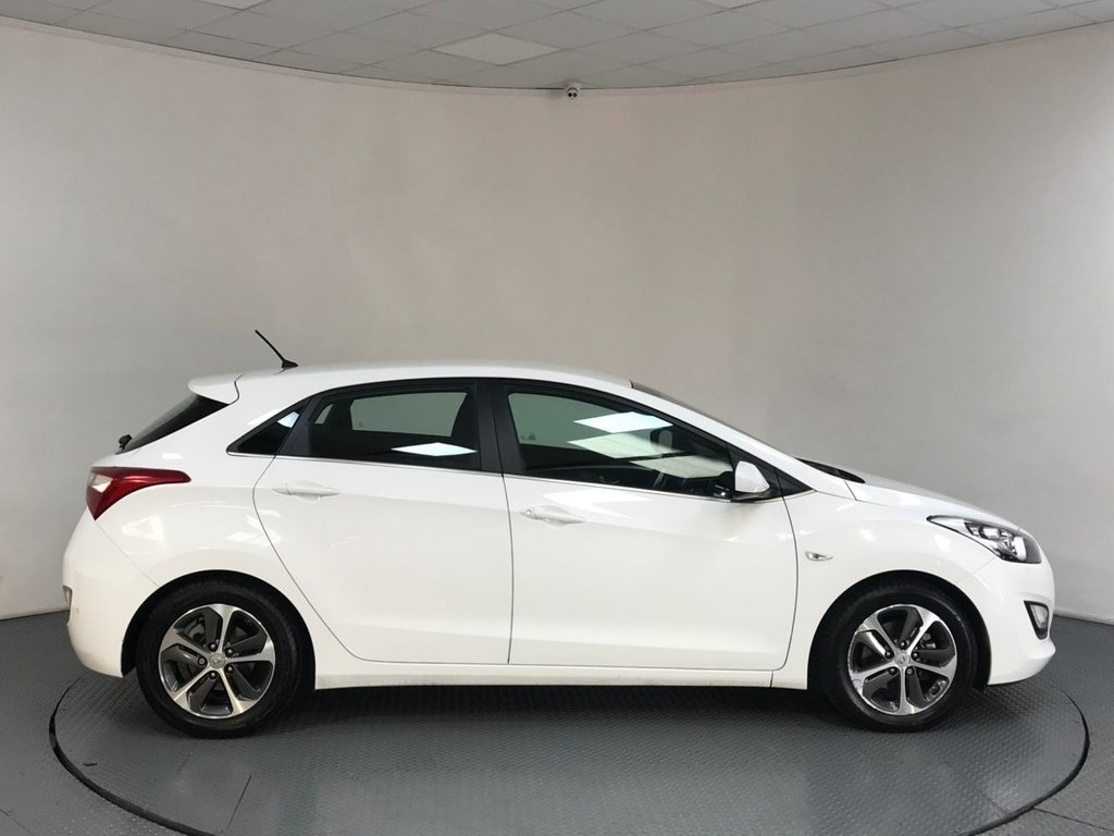 USED 2016 66 HYUNDAI I30 1.6 SE 5d AUTO 118 BHP SERVICE HISTORY - 1 OWNER - REAR SENSORS - BLUETOOTH - AIR CON - AUX / USB - CD - ISOFIX