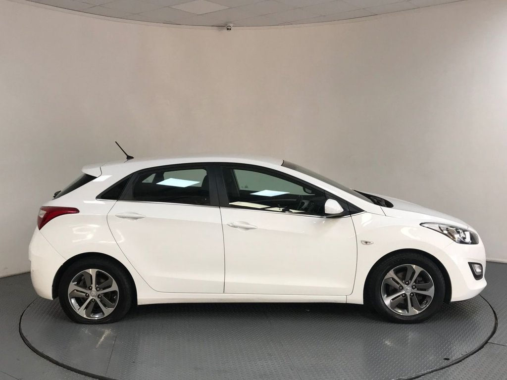 USED 2016 66 HYUNDAI I30 1.6 SE 5d AUTO 118 BHP SERVICE HISTORY - 1 OWNER - REAR SENSORS - BLUETOOTH - AIR CON - AUX / USB - CRUISE - CD - ISOFIX