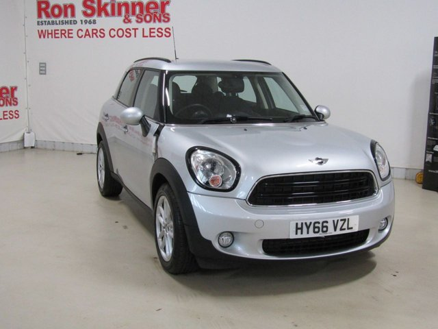 View our 2016 66 MINI COUNTRYMAN 1.6 COOPER D BUSINESS 5d 110 BHP with CHILI Pack