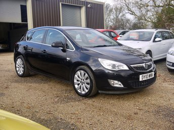 2010 VAUXHALL ASTRA 1.6 SE 5 Door Hatchback In Black With Half Black Leather £4995.00