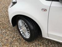 USED 2015 64 VOLKSWAGEN UP 1.0 High up! Hatchback 3dr Petrol Manual (108 g/km, 74 bhp) SAT NAV DAB BLUETOOTH