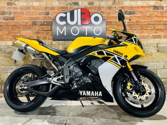 2016 YAMAHA R1 50th Anniversary Kenny Roberts Replica £4990.00