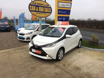 2014 TOYOTA AYGO X-PRESSION 1.0 VVT-I 5 DOOR IN WHITE **ONE LADY OWNER** £5995.00