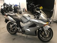 USED 2005 55 HONDA VFR 800 A-5. 2005. FSH. 32K MILES. GIVI TOP BOX. 2 OWNERS