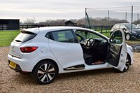 USED 2015 65 RENAULT CLIO 0.9 DYNAMIQUE S NAV TCE 5d 89 BHP 1 OWNER, NAV, DAB, SENSORS, BLUETOOTH, CRUISE CONTROL, £20 TAX!