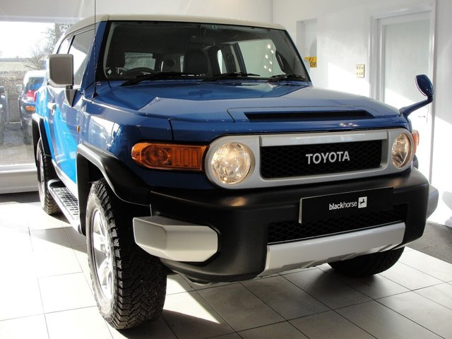2011 61 TOYOTA FJ CRUISER 4L V6 Petrol Automatic 4x4....RESERVED FOR STEVE