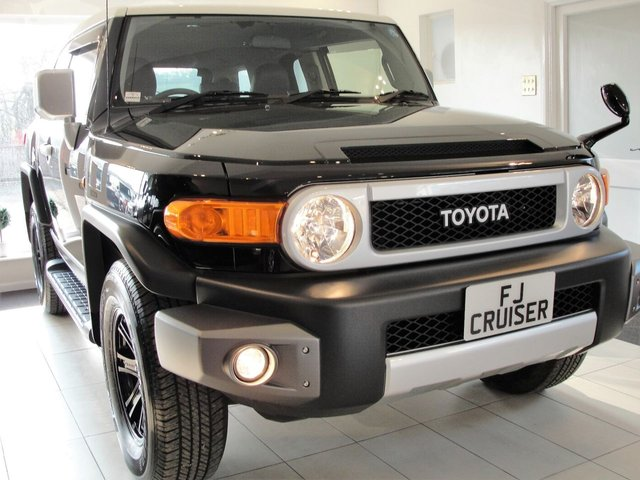 2015 15 TOYOTA FJ CRUISER 4L V6 PETROL 4x4 AUTOMATIC SUV.... Reserved for Rob